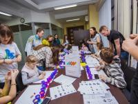 Малышам из детдома предложили стать участниками мастер-класса по лепке из пластилина