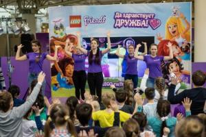 Более 4 тысяч детей встретили весну на празднике LEGO® «Это наш день!»
