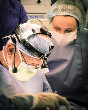 Выдающийся хирург Сэм Хамра представил свой опыт российским коллегам