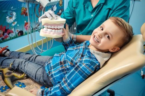 Стоматологи «32 Дент» проводят лечение зубов у детей под седативной анестезией