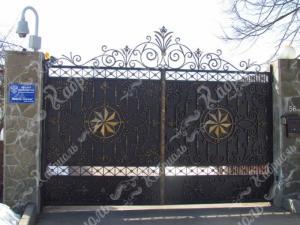 Как выбрать кованые ворота для своего дома