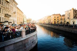 «Ленинградские мосты» и Lipton: первые выходные осени прошли в теплой музыкальной атмосфере