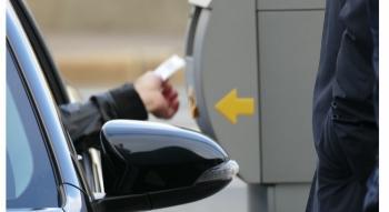 Около 400 человек купили и продлили абонементы на плоскостные парковки на октябрь