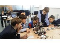 В рамках московского форума открылся новый образовательный STEM-центр Skolkovo MAKERspace