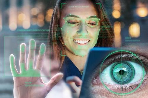 Российские банки в декабре запустят тестовую идентификацию клиентов по фото и голосу