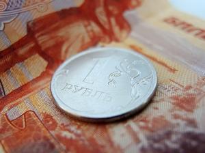 """Против рубля играет таинственный инвестор: дорогая нефть не спасет от доллара по 60 """"деревянных"""""""