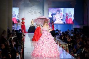 Певица Татьяна Тузова представила свою первую коллекцию платьев из цветов на Estet Fashion Week осенью 2017