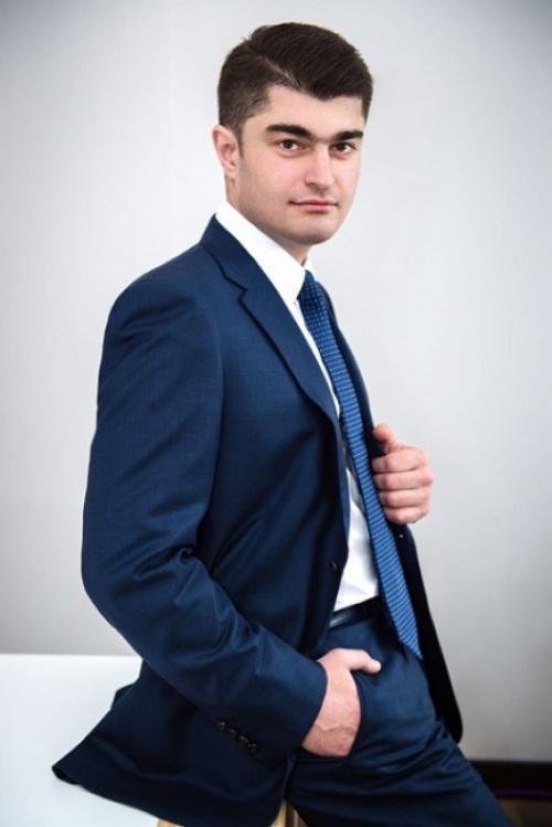 Руководителем Новосибирского завода искусственного волокна назначен Рустам Исмайлов