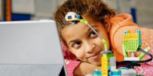 LEGO Education предоставляет педагогам учебно-методические материалы Maker