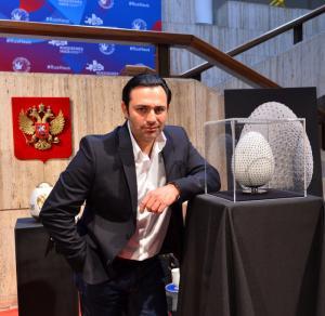 Немецкий мастер-ювелир хранит российскую пасхальную традицию.