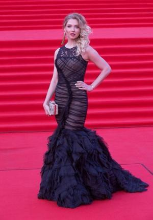 Участница «Мобильных блондинок» выпустила сольную песню