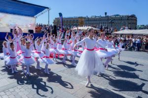 В Москве прошел второй ежегодный детский фестиваль «Глазами детскими на мир», организованный благотворительным фондом «Подари солнечный свет»