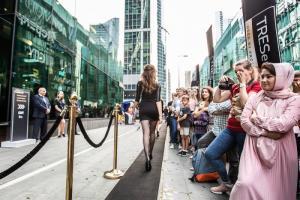 В рамках Международного дня красоты в Москва-Сити создали самый длинный подиум в мире