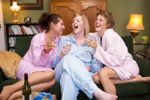 Правительство РФ рассматривает предложение о разрешении продажи алкогольных напитков с 16 лет
