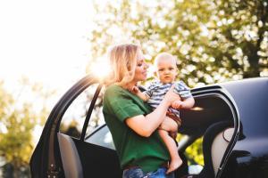 8 простых, но очень важных советов для родителей за рулем