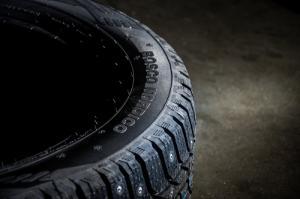 Лед, асфальт, снег и грязь: эксперты Car.ru протестировали шипованную легковую шину Viatti