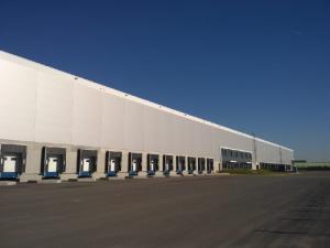 В складах производители «сменили» ритейл