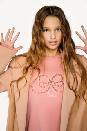 Лиза Анохина и Милана Гогунская: дети «рвут топ российского YouTube»