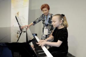 Девочка, родившаяся неслышащей, представила Россию на Международном музыкальном конкурсе
