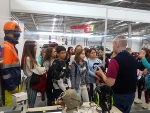 Научные эксперименты, продуктовые тесты и мировые технологии для молодых профессионалов