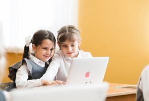 Учи.ру: компьютер и проектор – самые популярные гаджеты в работе учителя