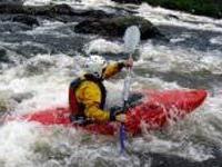 Бразилец спрыгнул с вершины водопада в каяке