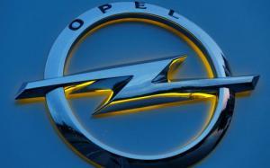 В Петербурге открылся первый автосалон Opel после возвращения марки в Россию