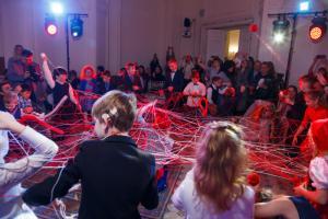 В Петербурге прошла благотворительная елка для детей с нарушениями слуха