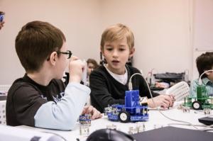 Международная школа в Риге закупила оборудование «РОББО» для открытия класса робототехники