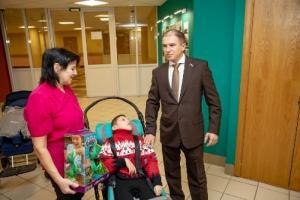Страдающему тяжелым заболеванием ребенку-инвалиду помог Михаил Романов