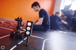 «АСРоботикс» создала для кружков НТИ полигон для одновременного испытания беспилотных авто и коптеров