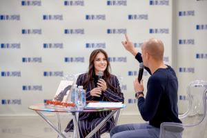 Популярный блогер Анетта представила свою первую книгу «Сделай себя сама»