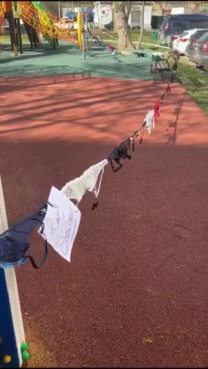 Детскую площадку в Москве огородили лифчиками