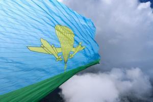 Парашютисты «Технодинамики» развернули в Подмосковье флаг ВДВ площадью свыше 1000 м2