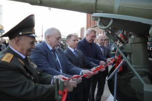 Михаил Романов принял участие в церемонии открытия мемориальной композиции «Оружейникам Отечества»