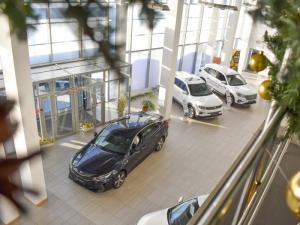 Топ самых новогодних автомобилей: какие марки и модели чаще всего покупают в канун Нового года