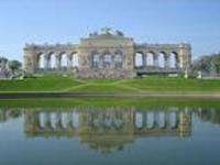 В Шенбруннском дворце туристов будут угощать своим вином
