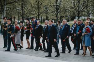 Михаил Романов возложил цветы к Могиле Неизвестного Солдата у Кремлевской стены