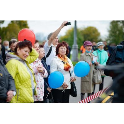 На открытии мемориального камня в память о Лужкове в Коломенском выступила Надежда Бабкина
