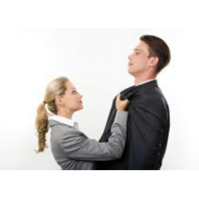 Зачем женщины стремятся удержать мужчину любой ценой?