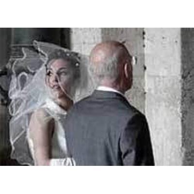 Почему девушки выходят замуж за пожилых мужчин
