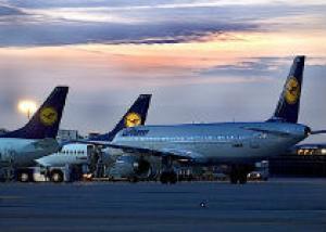 Компания Lufthansa распродает авиабилеты со скидкой делает скидки до 30 ноября