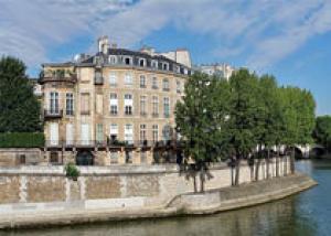 Один из красивейших особняков Парижа может купить россиянин