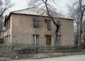 Более 80 тысяч петербуржцев живут в домах, непригодных для обитания