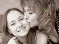 Мамин поцелуй — лекарство для малыша