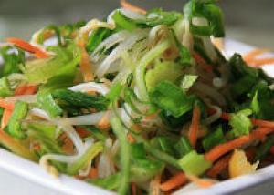 Овощной салат с проростками фасоли