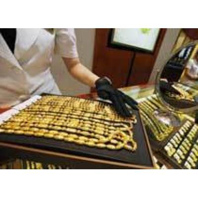 Китай снизит налог на импорт дорогих сумок и косметики