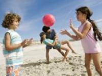 Ребенок на пляже: руководство по безопасности