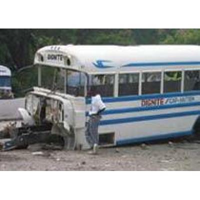 В Пакистане автобус упал в пропасть
