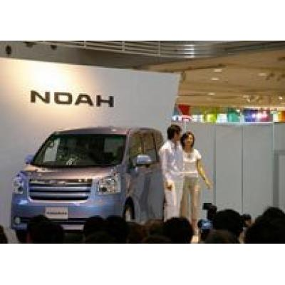 Toyota представила новые поколения Toyota Noah и Toyota Voxy